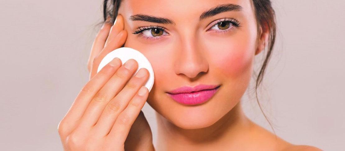 La corretta cura della pelle del viso: la routine da seguire