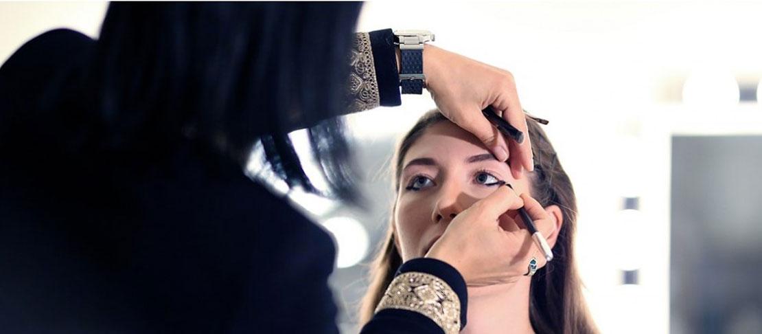 Sguardo intenso con il make up: matita, ombretto e mascara