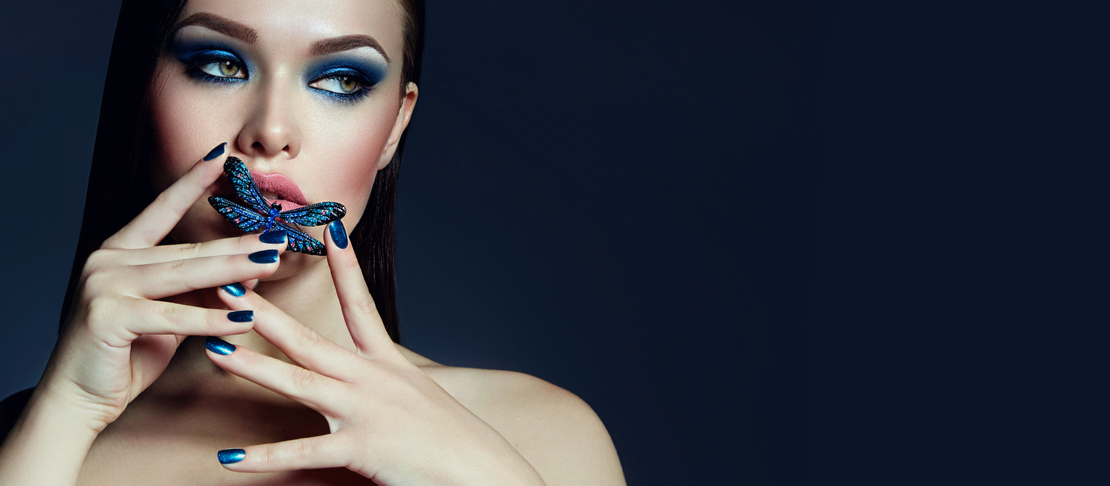 Realizzare un make up completamente blu