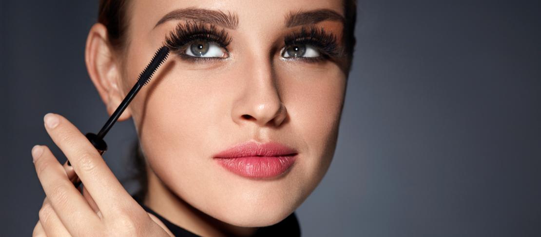 Ciglia finte vs Mascara: pro e contro