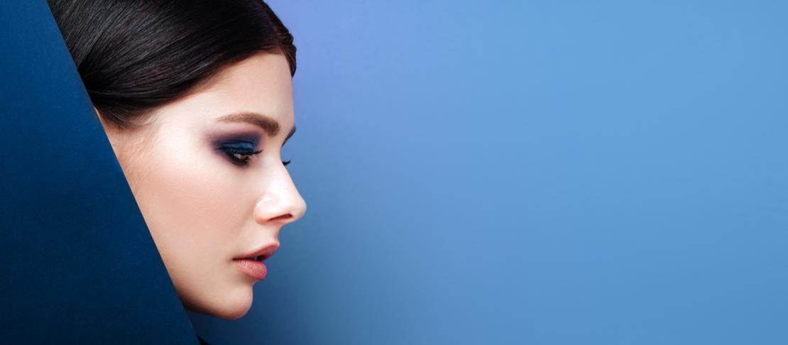 Come realizzare uno smokey eyes blu